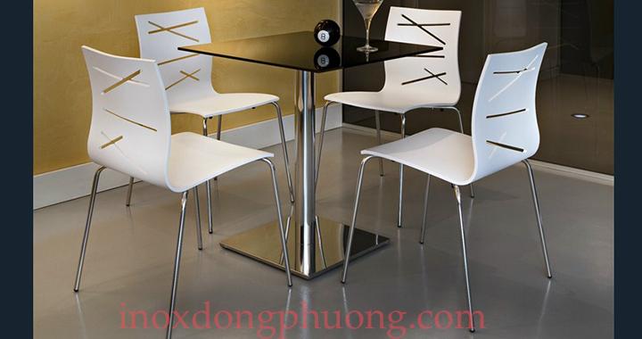 2Chúng ta nên thiết kế theo phong cách đơn giản không nên quá màu mè. Một bộ bàn ghế bằng inox hay chiếc cầu thang inox cũng là một giải pháp tuyệt vời. Bởi chúng gọn nhẹ giúp tiết kiệm không gian và màu sắc trang nhã nhưng vẫn toát nên vẻ sang trọng, hiện đại cho căn phòng.